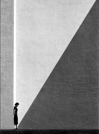 ©-FanHoApproachingShadowHongKong1954 FAN HO     Il primo street-photographer