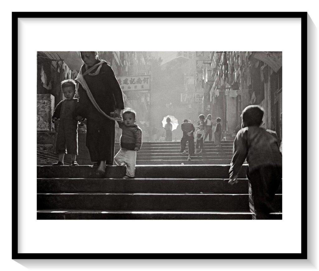 StreetLadders黑階白傘·疑幻疑真_fin_A2_a1_mat_frame-1024x870 FAN HO     Il primo street-photographer